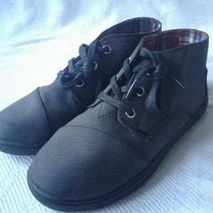 Toms Chukka Boots 3.5 Gray Lace Up Ankle Boot NWOB